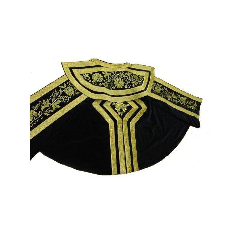 Precioso capote con galones y bordado en oro
