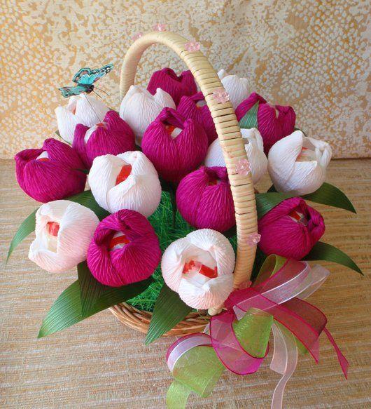 Тюльпаны из гофрированной бумаги с конфетами мастер класс
