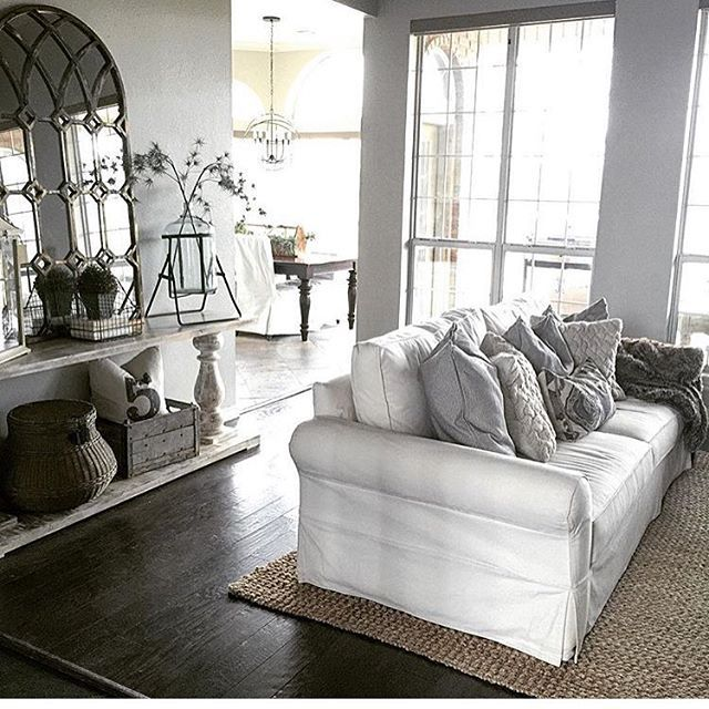 Doesn T This Space From Thespoiledhome Look So Cozy