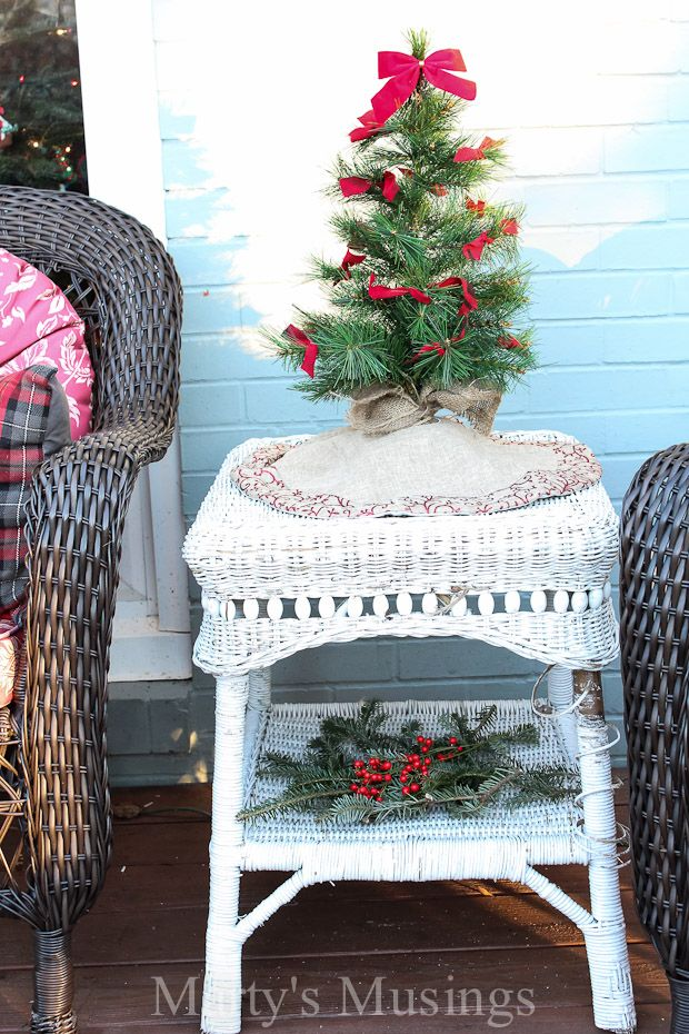 Tons Of Tips For Using Natural Elements And Thrifty Repurposed Treasures For Outside Deco Deck Decorating Ideas For Christmas Deck Decorating Rustic Christmas