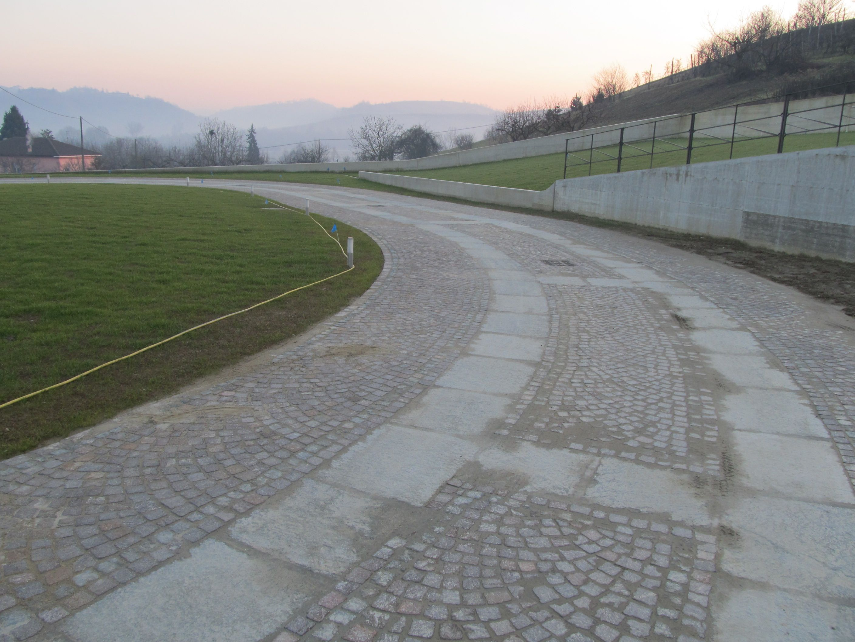 Pavimento In Pietra Di Luserna : Pavimenti in pietra naturale per esterni cortili e giardini