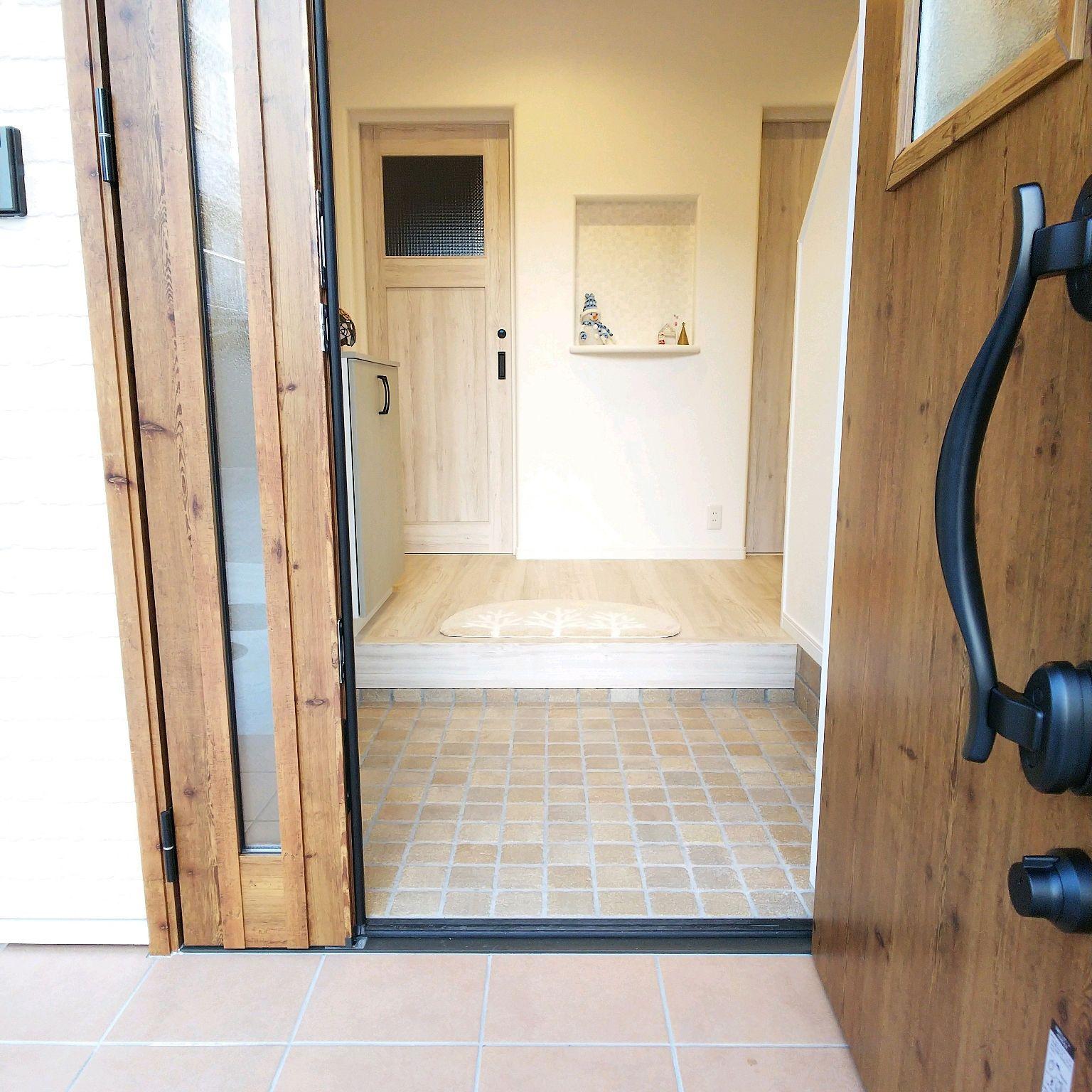 玄関 入り口 アイリッシュパイン Lixil玄関ドア ラシッサdフロア