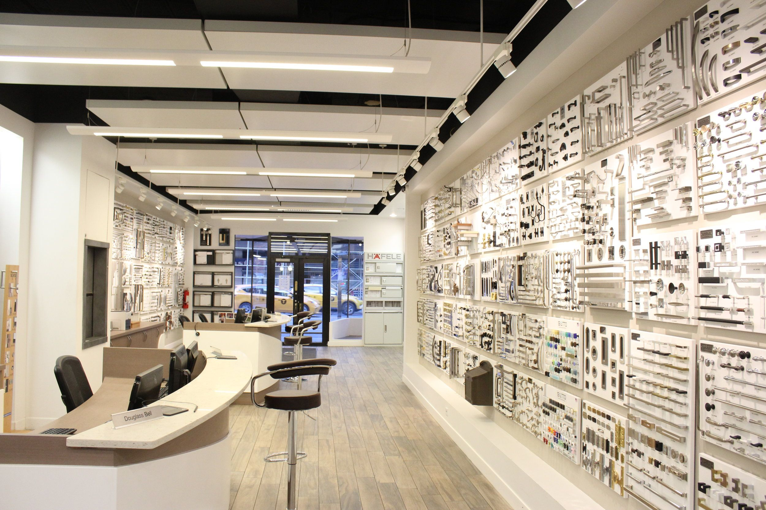 Simon S Hardware Showroom Decor Ceiling Design Modern Interior
