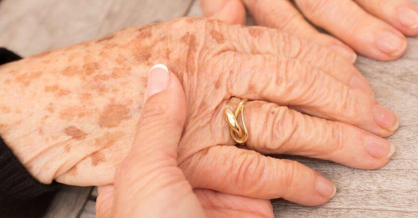 witte vlekken handen bloeddruk