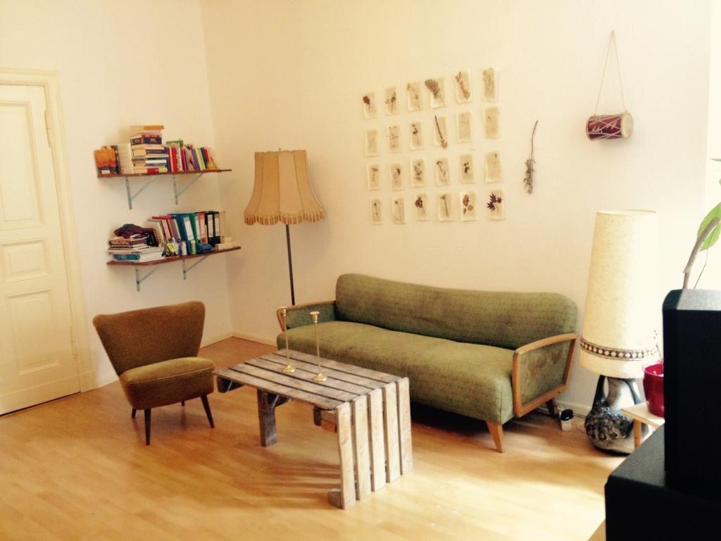 Ein Wohnzimmer ganz im Vintage Look! Das Sofa und der Sessel bringen ...
