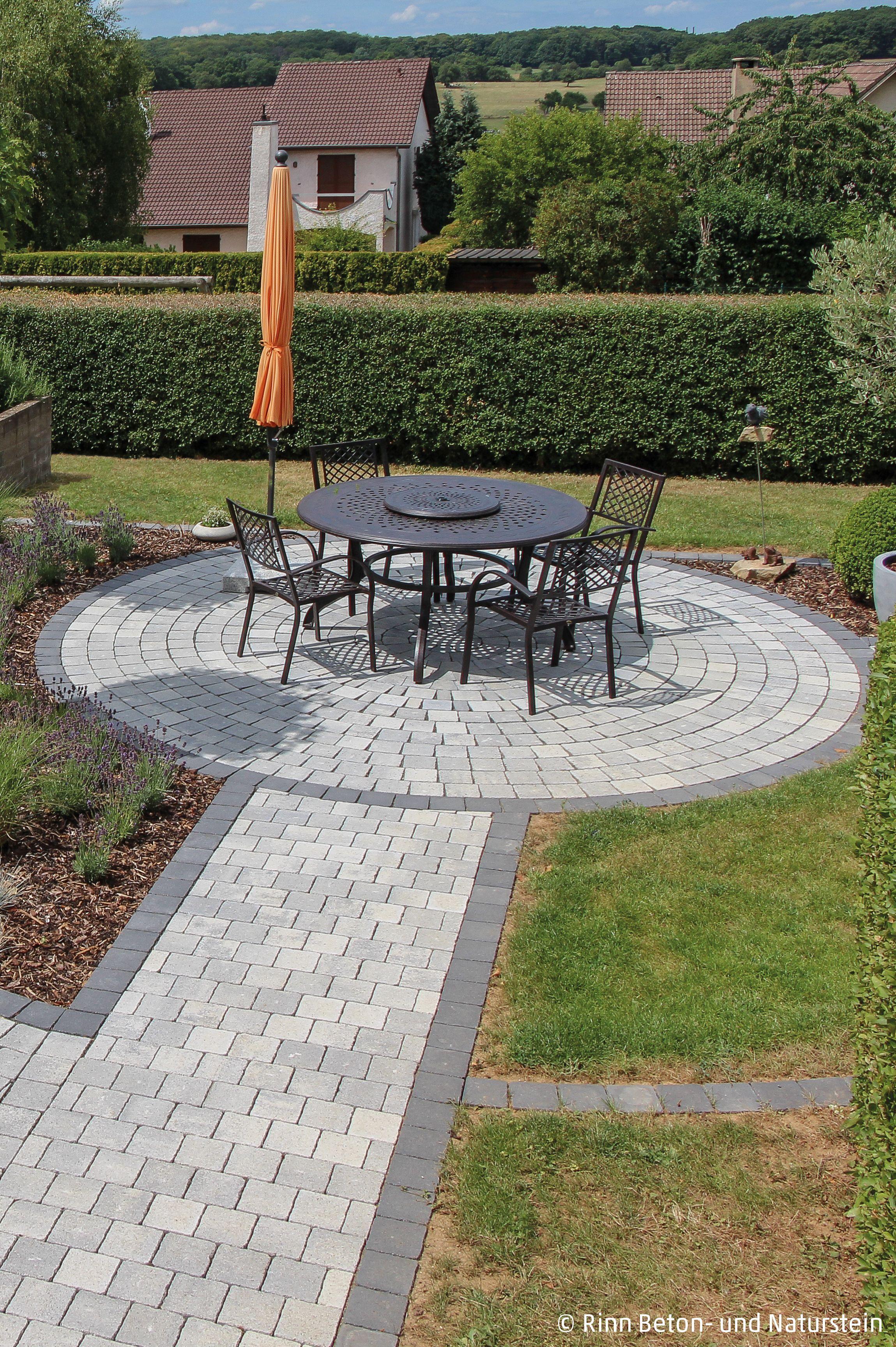Ruhiges Platzchen Pflasterkreis Gartengestaltung Garten
