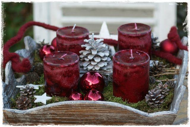 Adventskranz auf Tablett...                                                                                                                                                                                 Mehr #Ästeweihnachtlichdekorieren