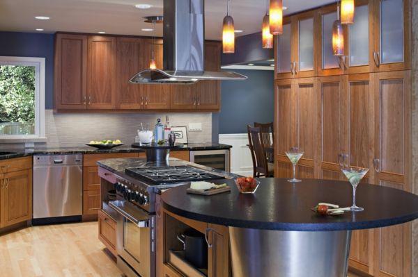 Woodworker küchen ~ Küche mit kochinsel dunkle akzente und küchenschränke aus holz