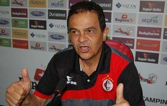 Diá culpa o gramado pela falta de gols do Campinense no jogo contra o Serra