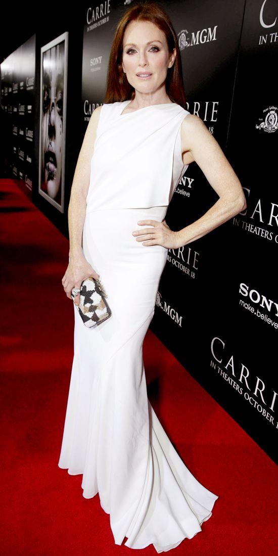 Nos encató cómo portó el Givenchy y lo complementó con un maquillaje sobrio en la premier de la película de Carrie.