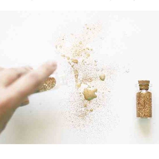.@annamariawolniak | Gold glitter splatters on my blog! #gold #glitter #tutorial #octoberafternoon... | Webstagram
