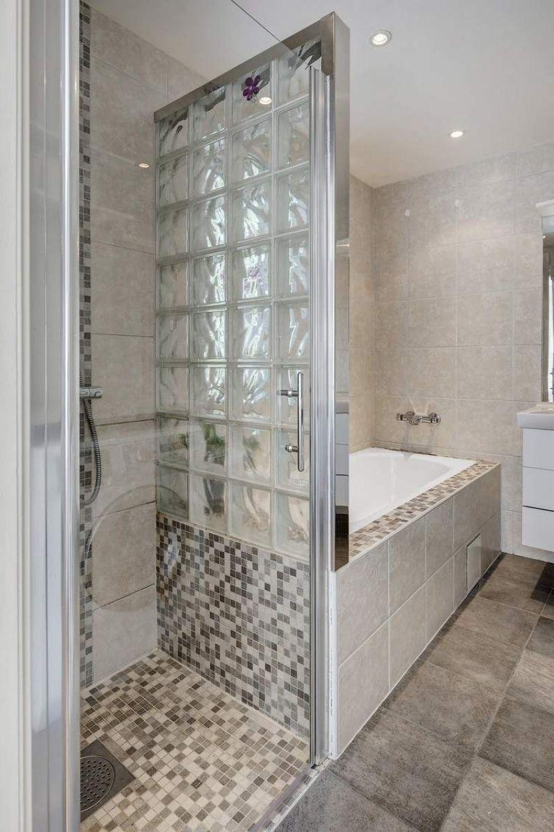 Petite salle de bains avec baignoire douche 27 id es - Exemple amenagement salle de bain ...
