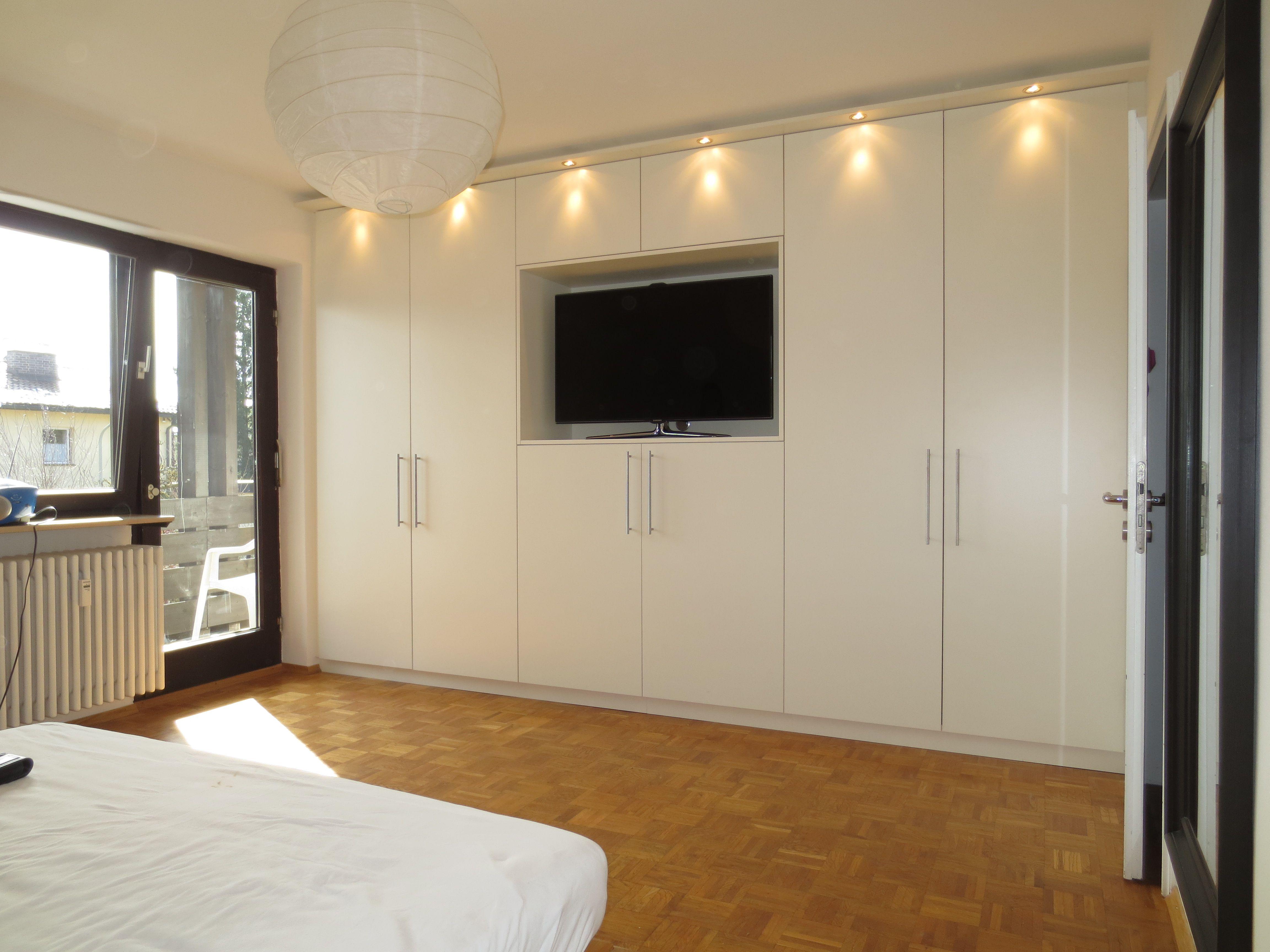 Schlafzimmerschrank Mit Integriertem Fernsehkorpus In