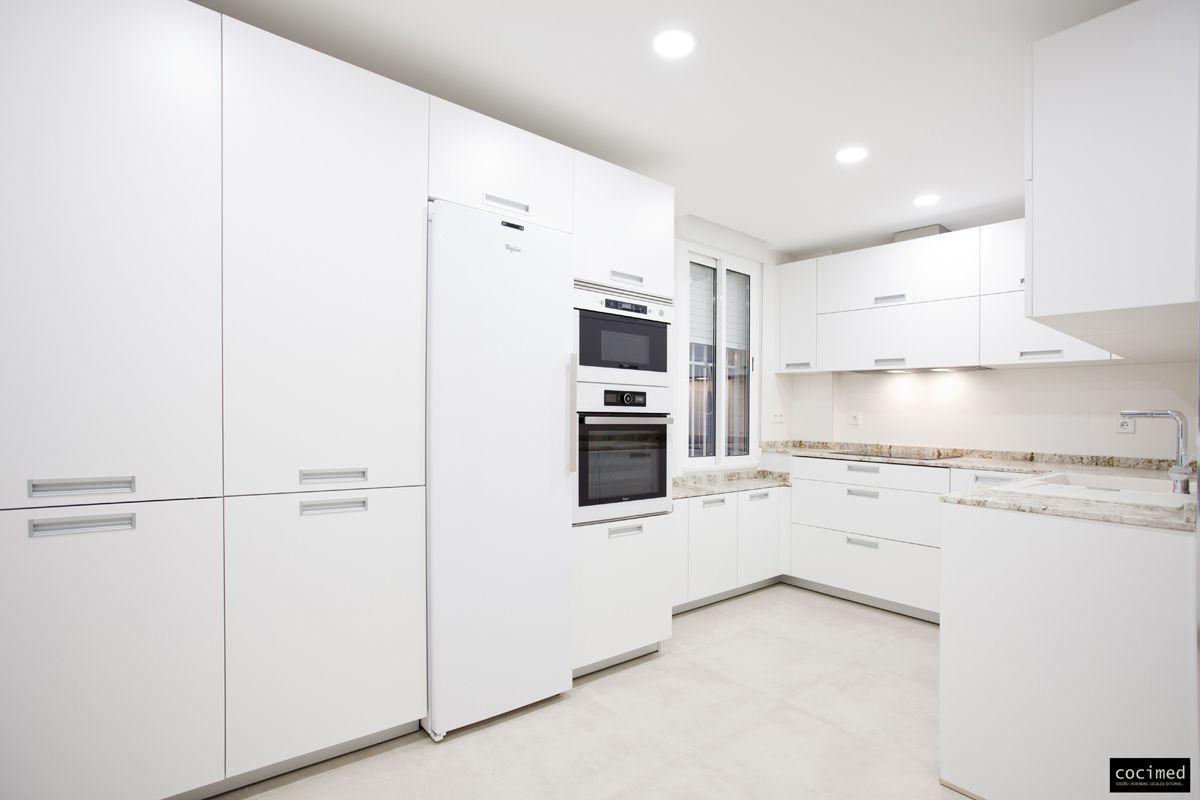 reforma de cocina de 15 m2 en playa de san juan amplia