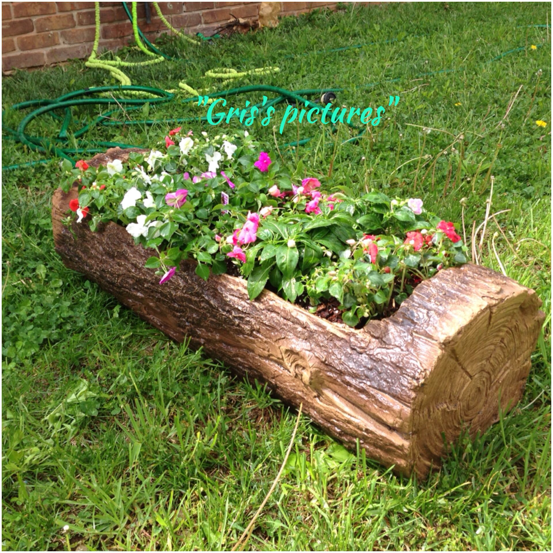 Tree Trunk Flowers I Bought It At Tractor Supply D I Really Like It Trees To Plant Flower Planters Backyard Decor