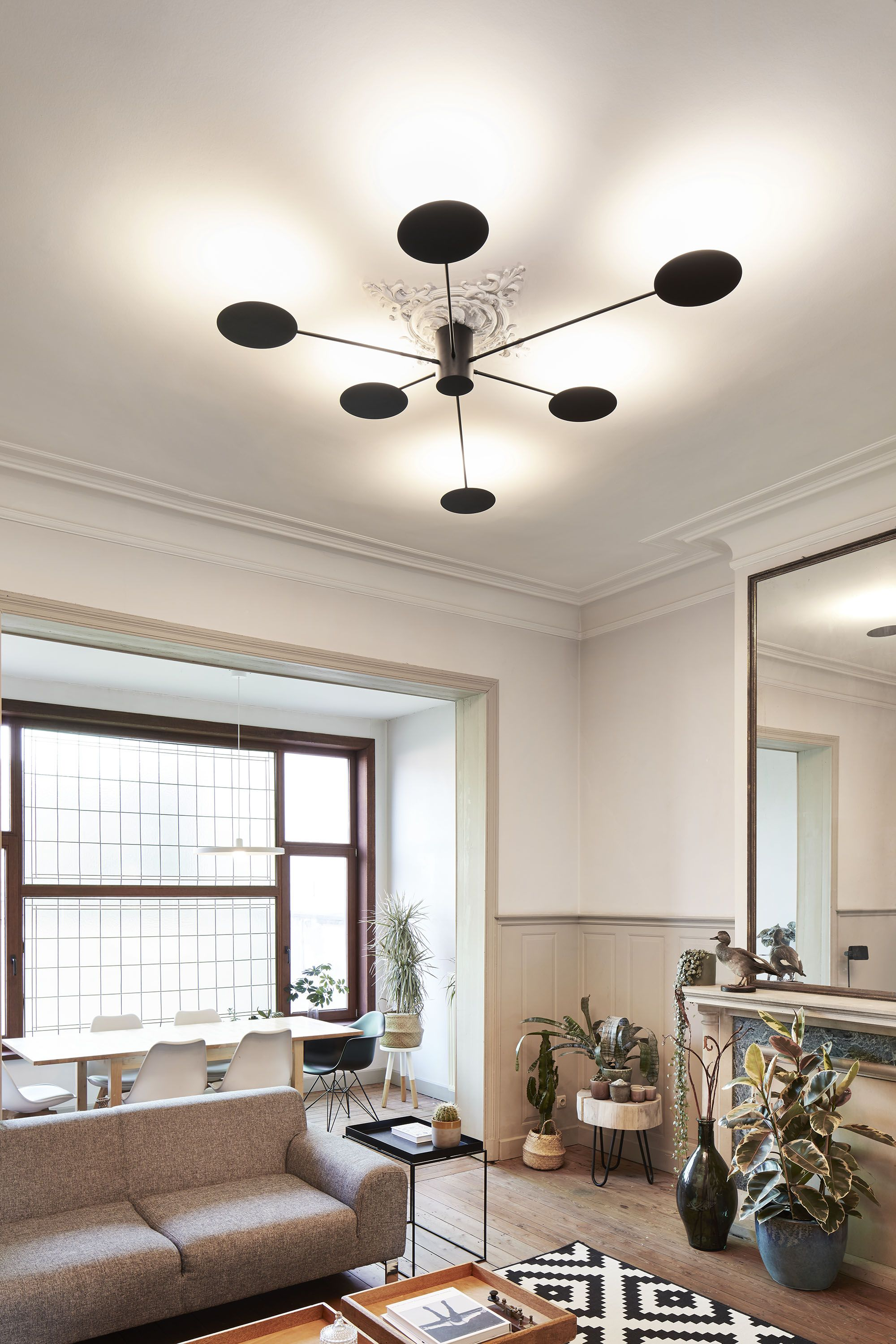 Round Control Is Designed As A Ceiling And Wall Surface