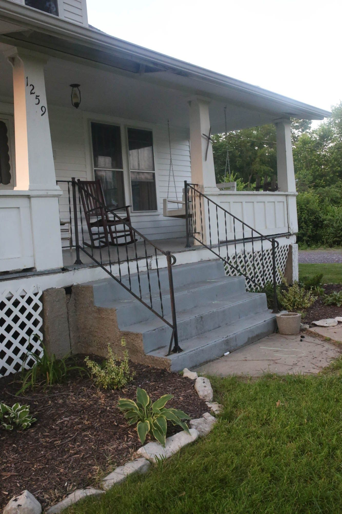 How to Cover Concrete Steps with Wood   Concrete steps