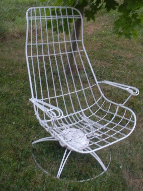 Ultra Mod Vintage Homecrest Wire Patio/Garden Furniture Set: Lounge Chair  And Table