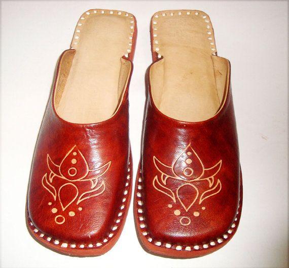 a1b82ca6559a0 HANDMADE SIMPLE JUTTI, Women Shoes, On sale Shoes, Women Leather Shoes,ladies  sandals,Ethnic shoes,leather flipflops,winter shoes
