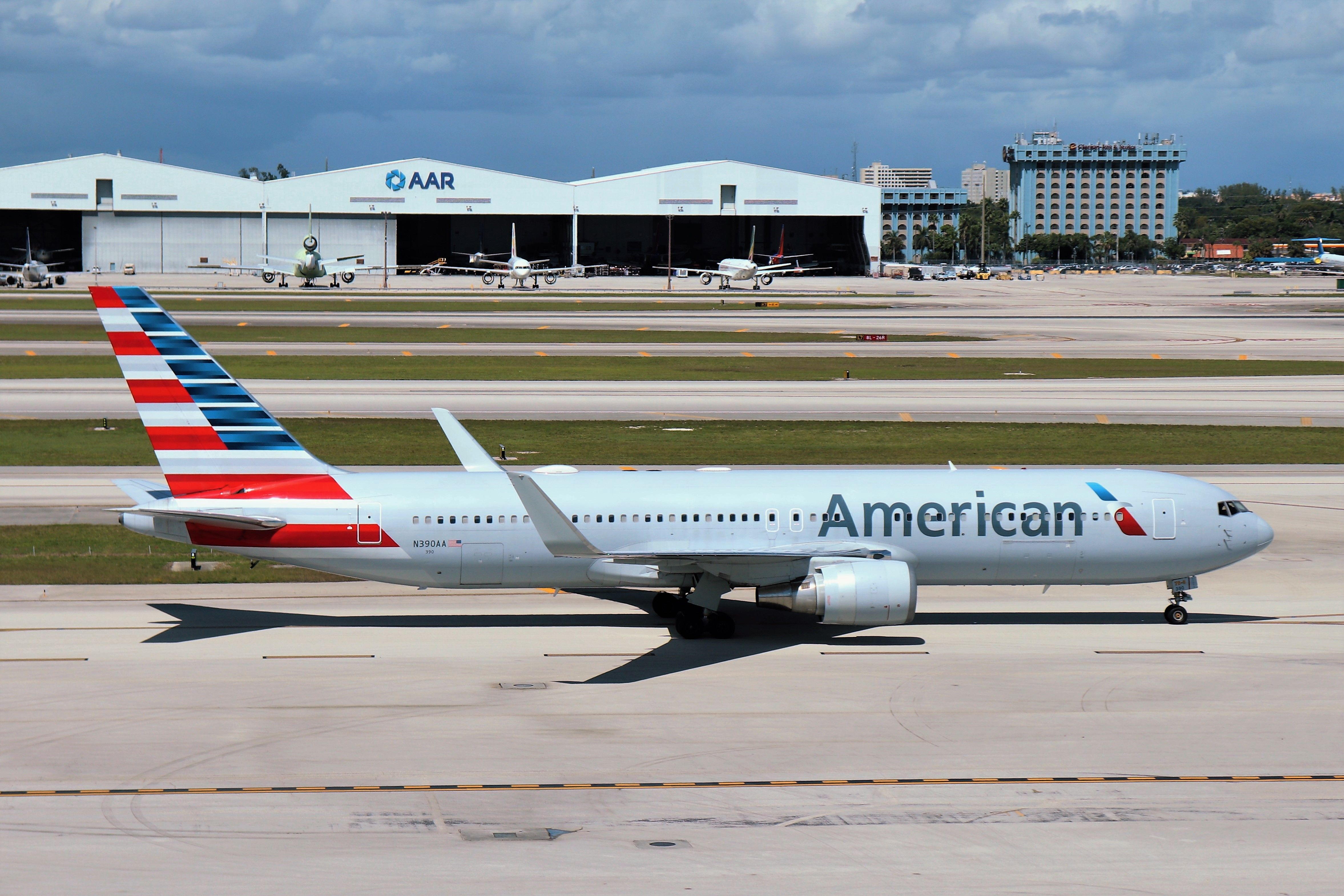 aa - american airlines logo 2017 PNG image with transparent background |  TOPpng