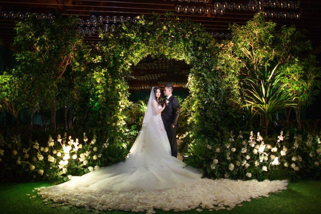 Theresa Jeff S Wedding At Aria Resort In Las Vegas Elwynn Cass Las Vegas Weddings Vegas Wedding Las Vegas Wedding Planner