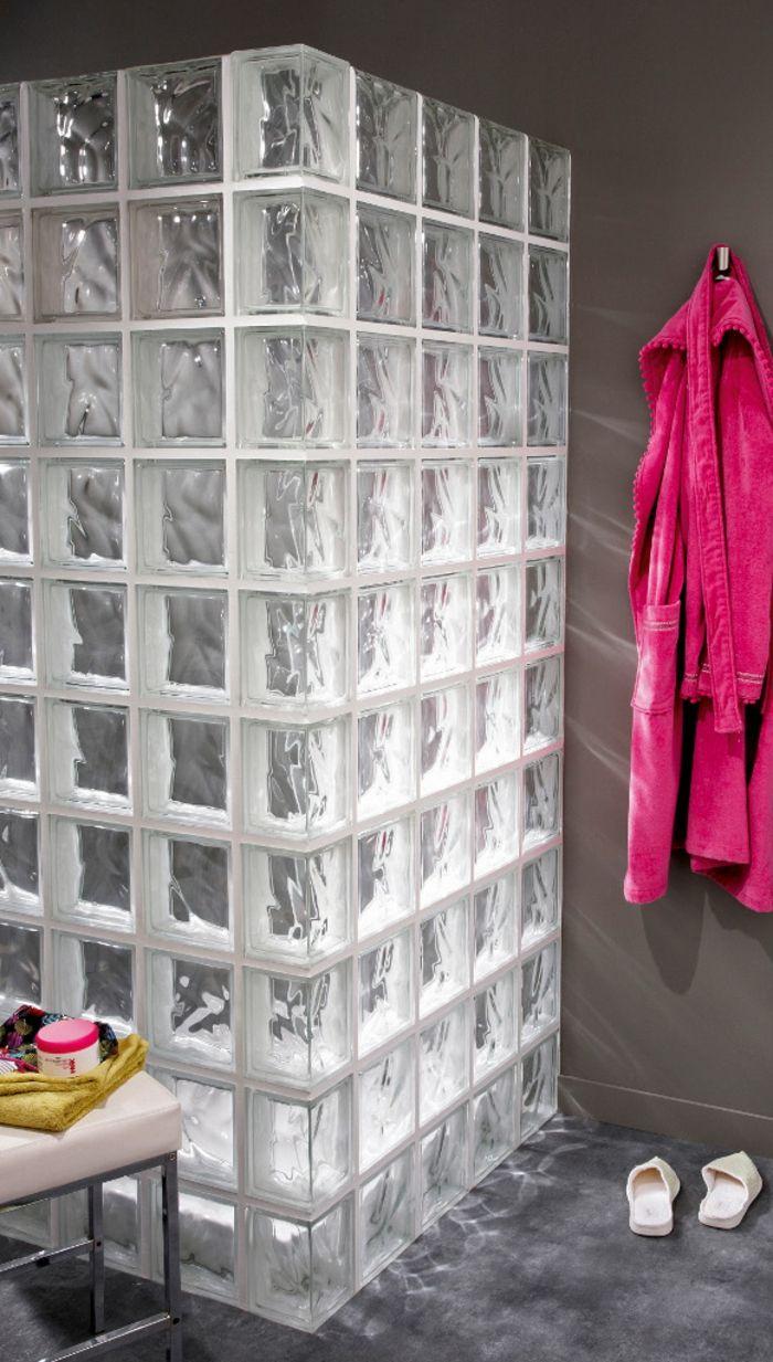 Mettons des briques de verre dans la salle de bains pav - Pave de verre salle de bain ...