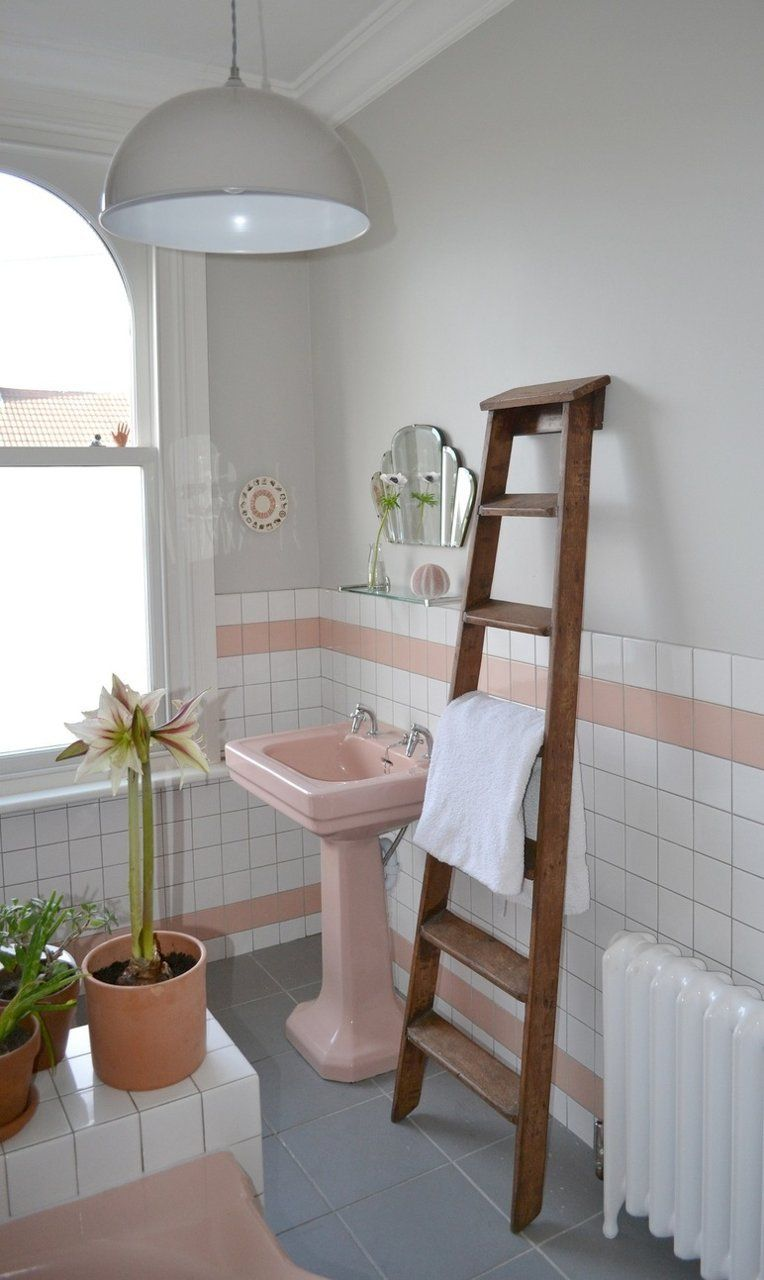 Spectacularly Pink Bathrooms That Bring Retro Style Back Lavabo