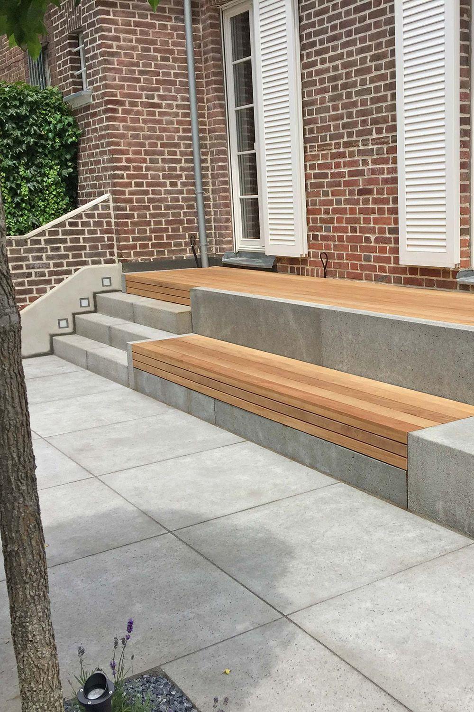 Terrasse mit Treppe und Sitzbank aus Holz und Beton, aus beton ...