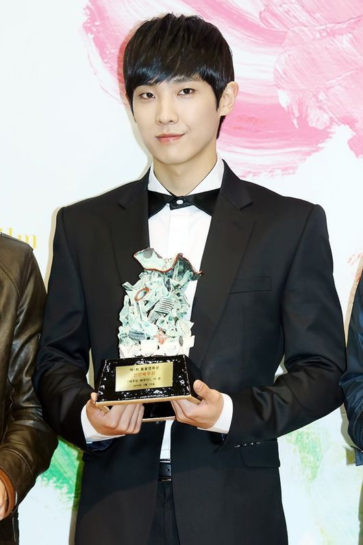 MBLAQ's Lee Joon Receives Award For Performance In Rough Play More: http://www.kpopstarz.com/articles/86474/20140403/mblaqs-lee-joon-receives-award-performance-rough-play.htm