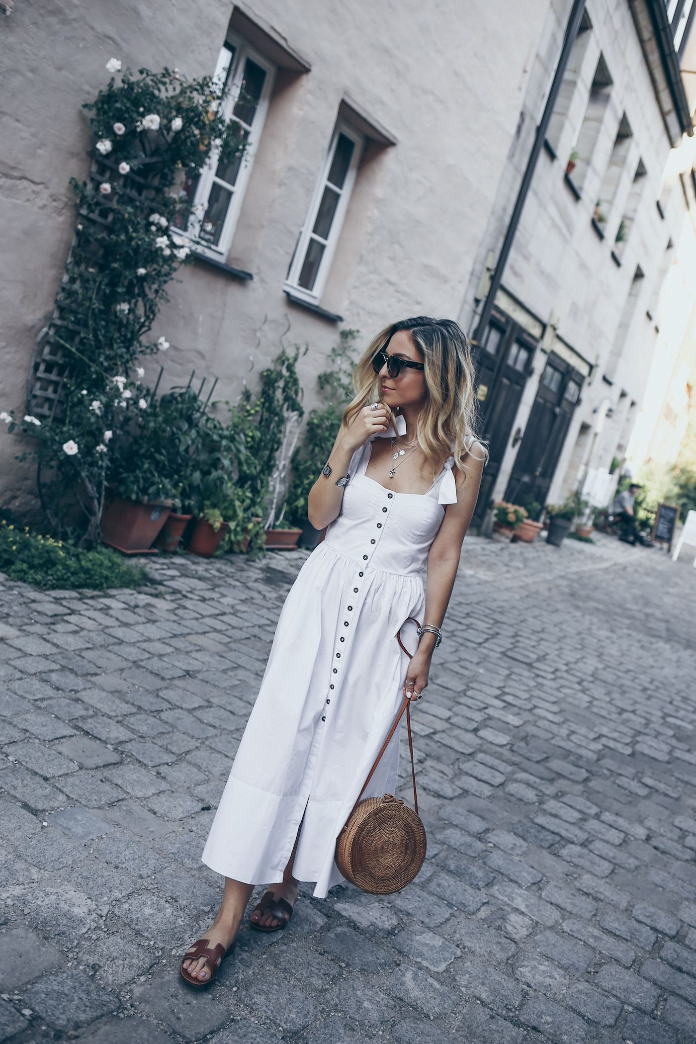 3589ef48b21 Summer maxi dress and basket bag. Hermes Oran Sandals Street Style Outfit  Summer Casual Minimal Chic Fashion All White