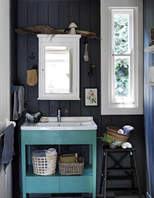 Auch schon etwas ältere Bäder kann man mit etwas Farbe, Dekoration - körbe für badezimmer