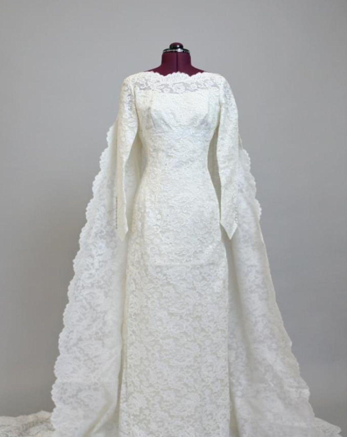 Balenciaga Wedding Dresses In 2020 Lace Wedding Dress Vintage Wedding Gowns Vintage Wedding Dresses Vintage
