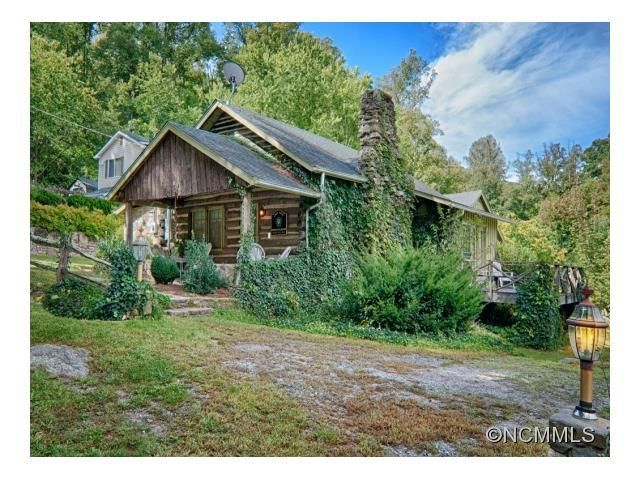 Peachy 250 000 Pinned January 2016 Log House With Guest House Home Interior And Landscaping Eliaenasavecom