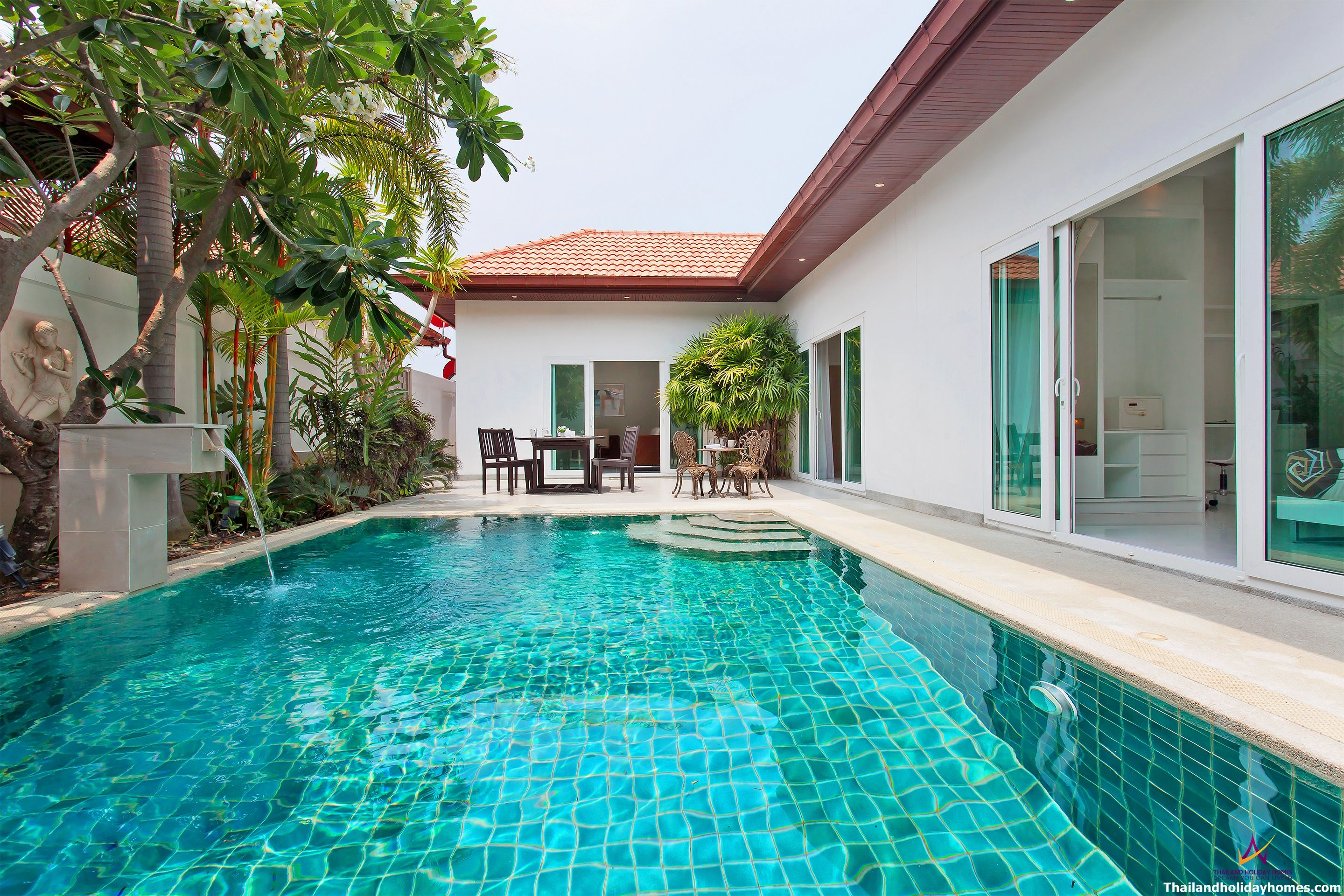 Neo grand villa with 3 bedrooms and pool near walking street. luxury