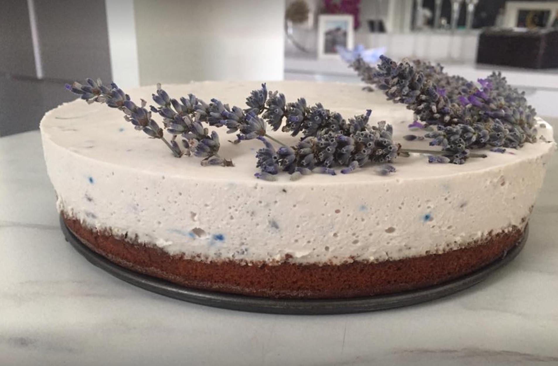 torta od lavande s biskvitom od maslinovog ulja