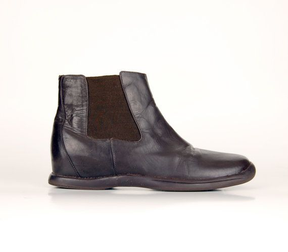 Flat dark brown leather Chelsea ankle booties