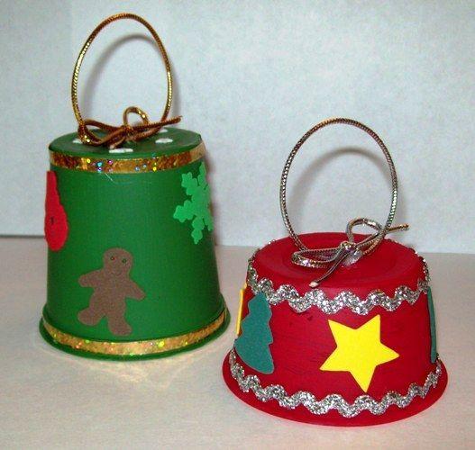 Campanas de navidad hechas con reciclaje