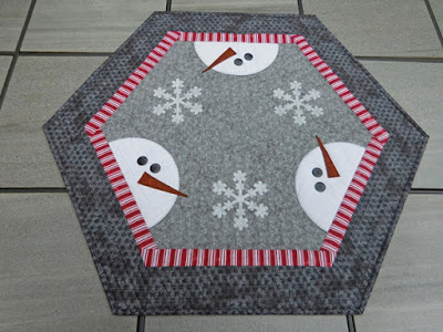 12 Days Of Christmas Blog Hop In 2020 Christmas Quilts Christmas Table Toppers Holiday Quilts