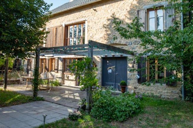 Le Clos Saint Angel Maison D Hotes En Auvergne Maison D Hotes Maison Auvergne