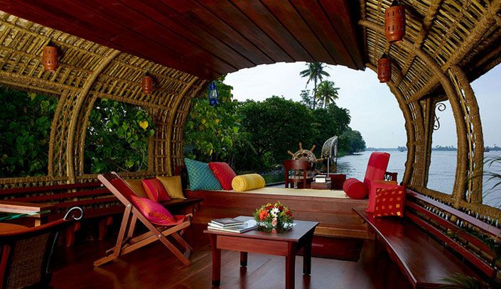 Houseboat decor ideas houseboat interior design projects for Beautiful houses interior in kerala