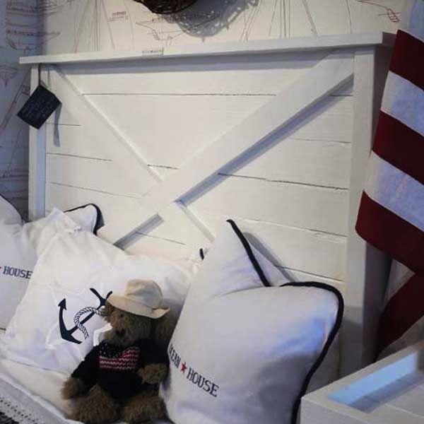 Sänggavlar Newport New England Inredning& möbler Nautical KIDS' ROOM Pinterest