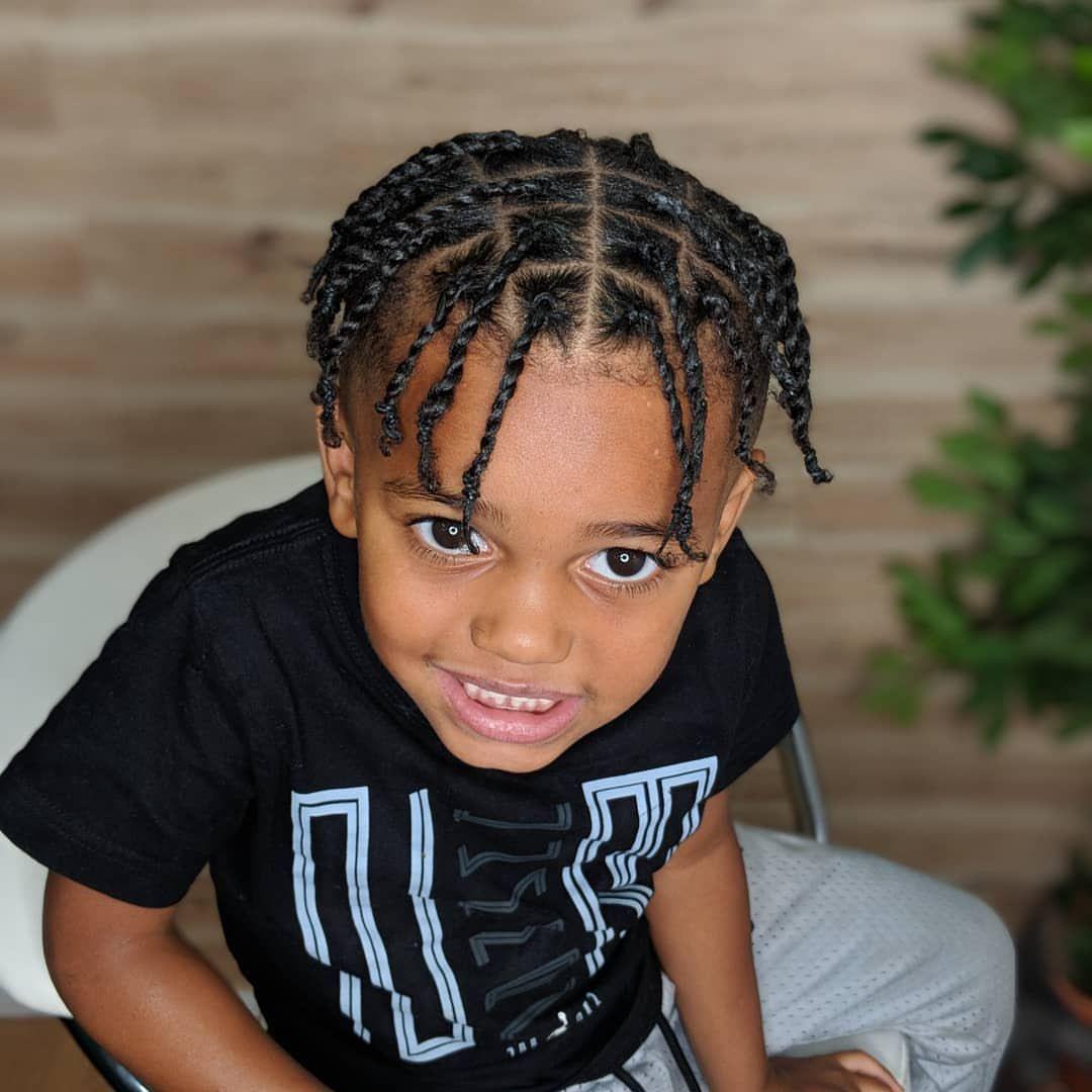 Encontre Este Pin E Muitos Outros Na Pasta Hairstyles For Men De Hairstyles For Men Nail Effect Boys Long Hairstyles Little Boy Hairstyles Boy Braids Hairstyles