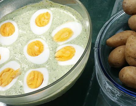 Eggs in green sauce frankfurt style german food recipes original and authentic german recipes find traditional and classic recipes for cakes and cookies desserts and soups bread and local food specialties forumfinder Images