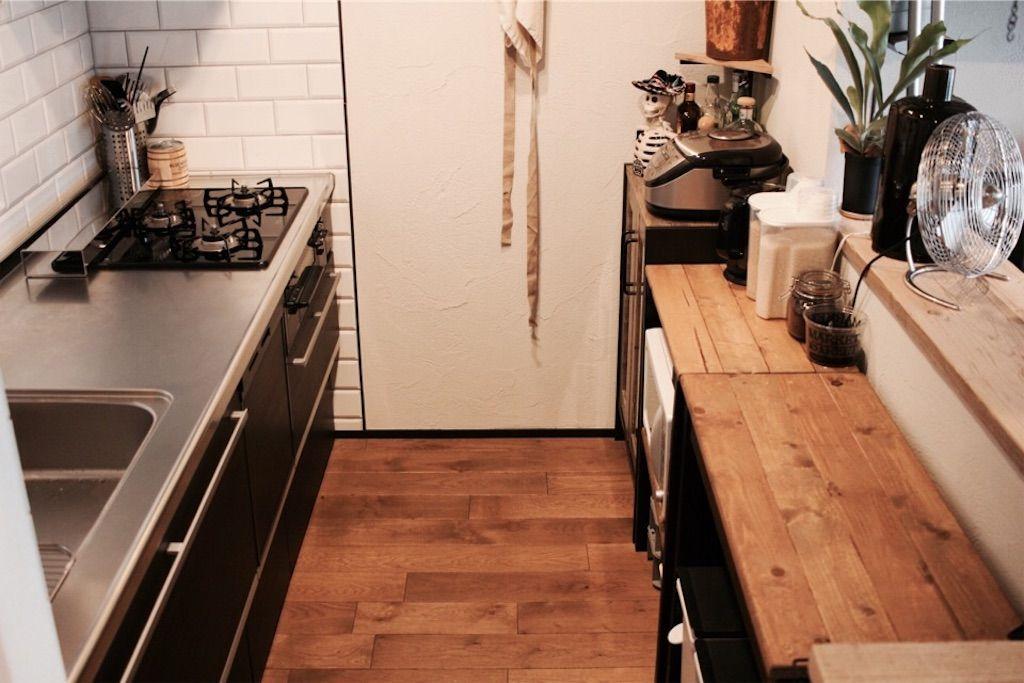 収納 吊り戸棚もカップボードも必要なし 壁付けキッチンをスッキリ見せるコツ5つ 壁付けキッチン I型キッチン キッチン