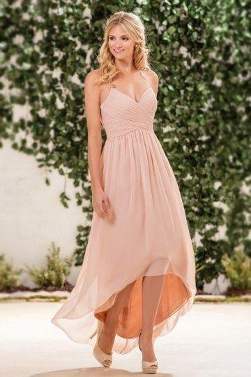 eccfd3be0b3 Robe de soirée rose mi longue pour mariage avec bretelle fine autour de col