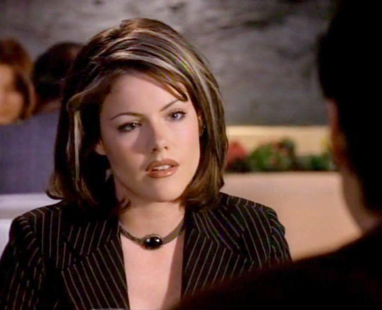 Kathleen Robertson, Claire Arnold, Beverly Hills 90210, Short Hair, Medium  Length Bob | Kathleen robertson, Medium length bobs, Short hair styles