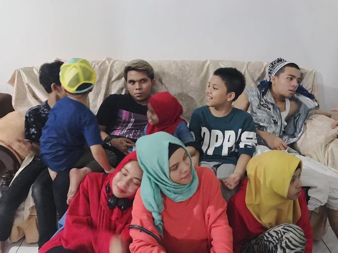 Gen Halilintar Official Di Instagram Di Rumah Nenek Be Like Nenek