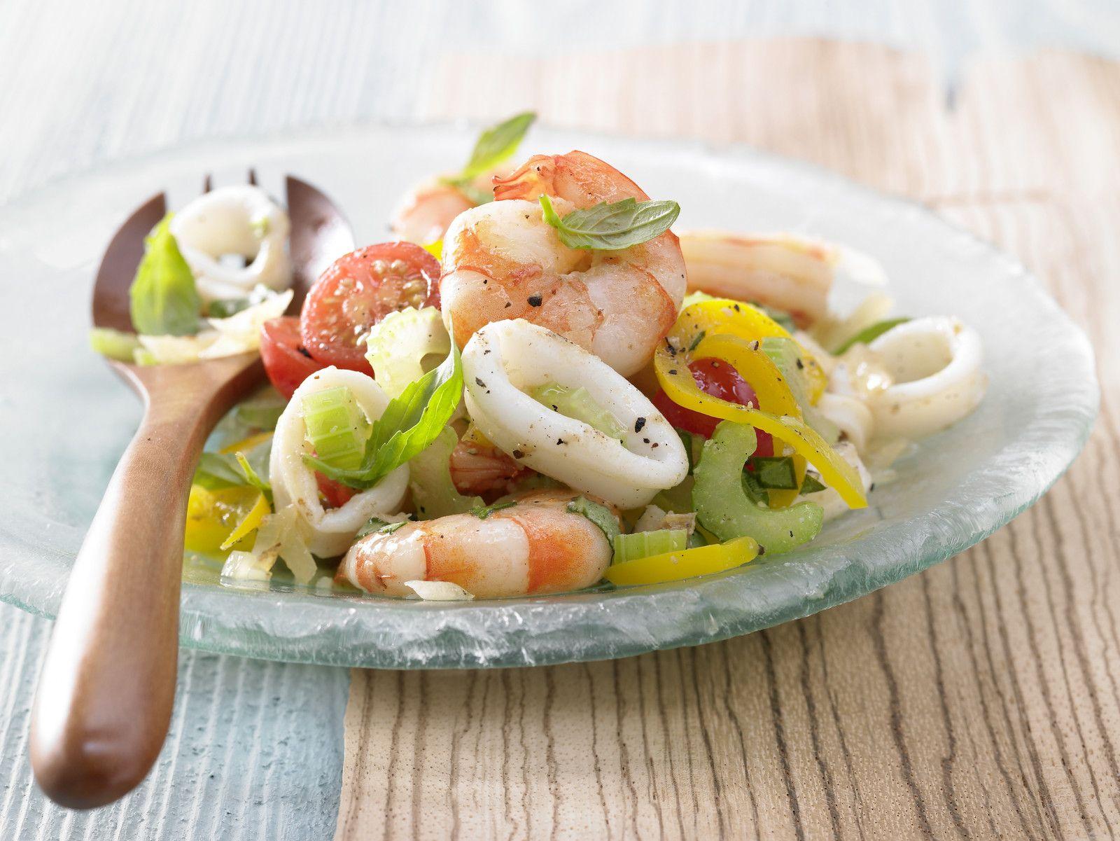 Mögt Ihr Meeresfrüchte? Meeresfrüchtesalat - mit Tomaten und Oliven - smarter - Kalorien: 423 Kcal - Zeit: 30 Min. | eatsmarter.de