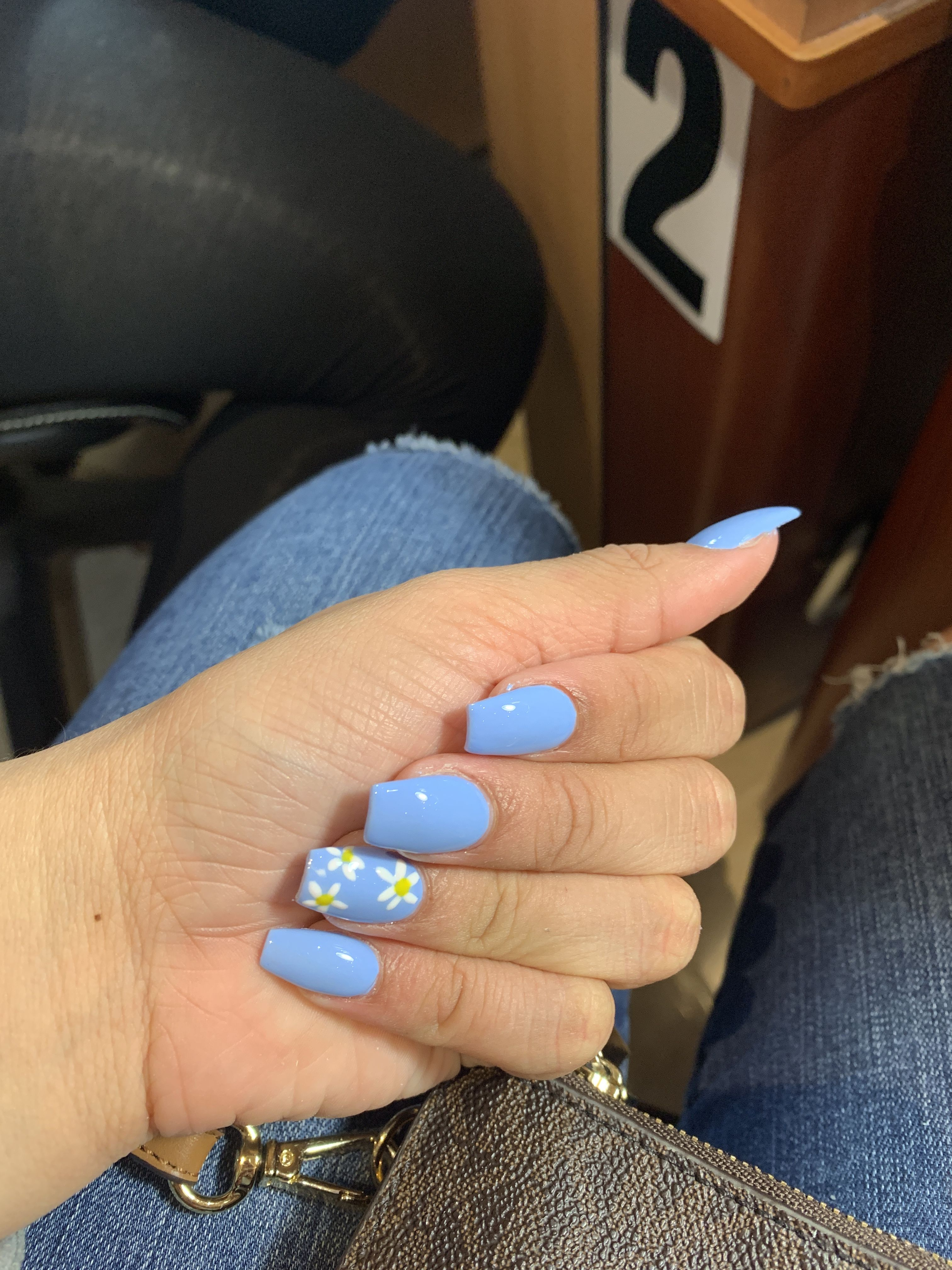 Daisy Design With Light Blue Background Light Pink Acrylic Nails Baby Blue Acrylic Nails Blue Acrylic Nails