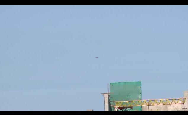 페루 TV쇼 제작진이 보라색 UFO를 촬영하다